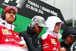 Fahrerparade: Sebastian Vettel, Ferrari; Lewis Hamilton, Mercedes AMG F1; Kimi Räikkönen, Ferrari; N