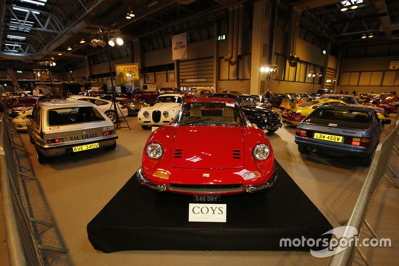 Maar ook mooie klassiekers zoals deze Ferrari Dino 246