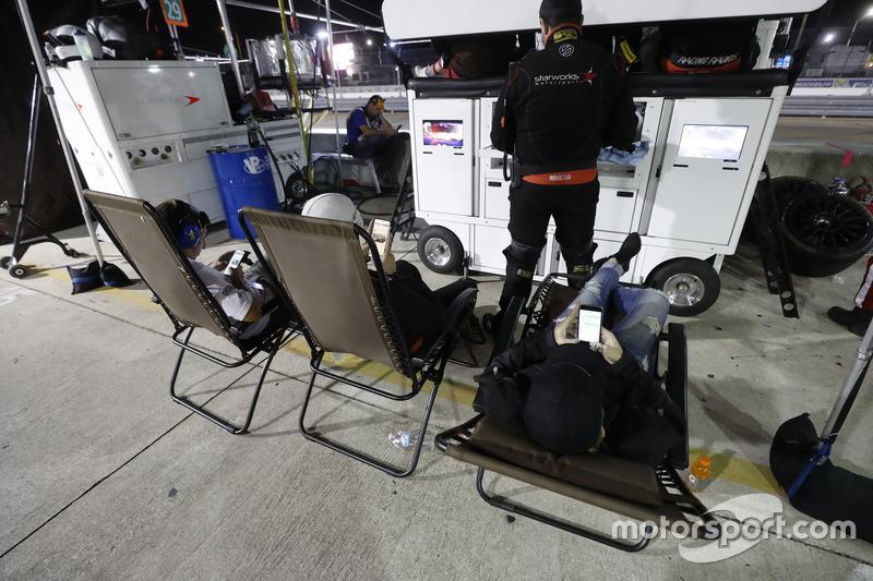 Team members of Starworks Motorsports