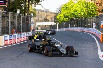 Kevin Magnussen, Haas F1 Team VF-19, leads Nico Hulkenberg, Renault R.S. 19, and Antonio Giovinazzi, Alfa Romeo Racing C38