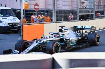 Lewis Hamilton, Mercedes AMG F1 W10 locks up on the way to the grid