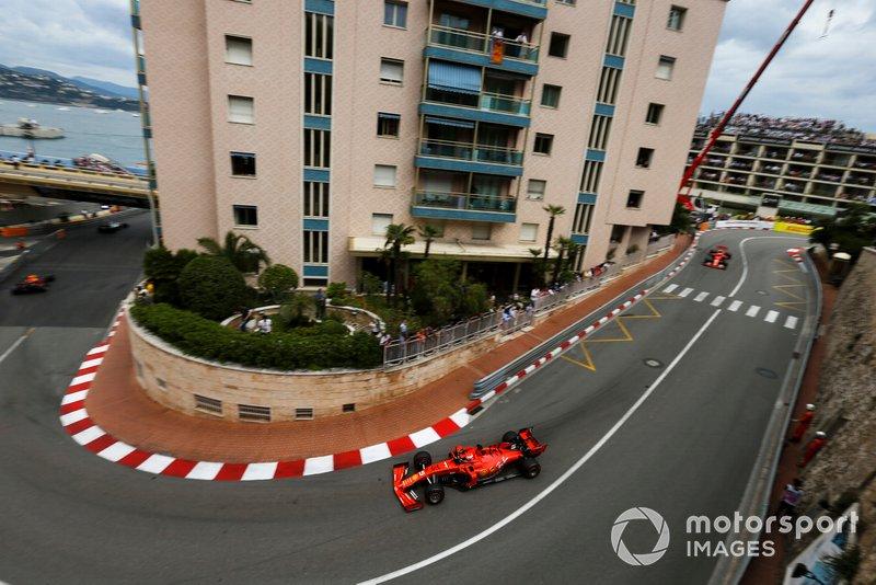Sebastian Vettel, Ferrari SF90, ve Charles Leclerc, Ferrari SF90