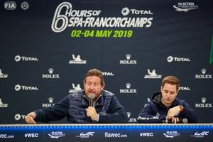 Gérard Neveu, CEO de la FIA WEC y Stoffel Vandoorne en conferencia de prensa