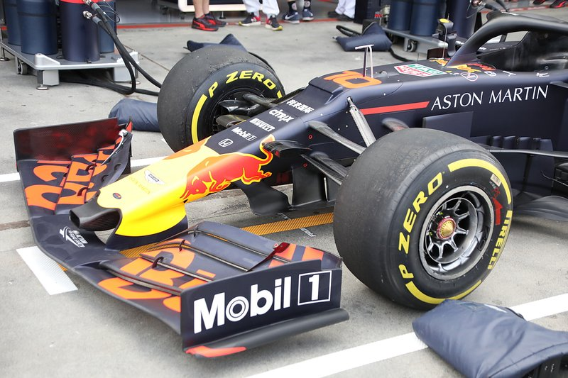Red Bull Racing RB15, front wing