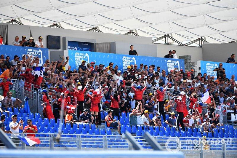 Un grupo de fans en el GP de Francia