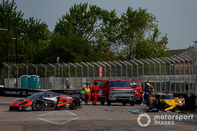 #76 Compass Racing McLaren 720S GT3, GTD: Paul Holton, Matt Plumb, #85 JDC-Miller Motorsports Cadillac DPi, DPi: Misha Goikhberg, Tristan Vautier, Crash