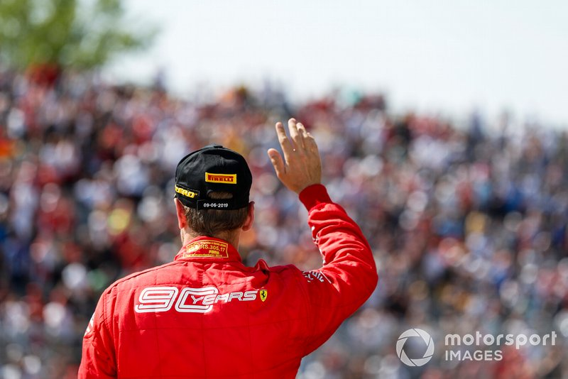 Sebastian Vettel, Ferrari saluta i fan sul podio