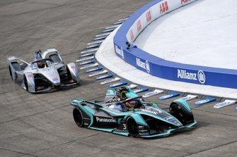 Сэм Бёрд, Virgin Racing, Audi e-tron FE05, и Эдоардо Мортара, Venturi Formula E Team, Venturi VFE05