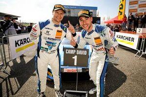 Les vainqueurs, Patrick Niederhauser, Kelvin van der Linde, Audi R8 LMS GT3, HCB Rutronik Racing