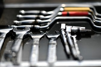 Helio Castroneves, Team Penske Chevrolet, tools, atmosphere