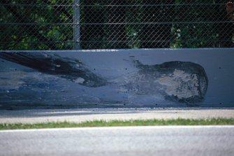 Reifenspuren an der Unfallstelle von Ayrton Senna in der Tamburello-Kurve in Imola