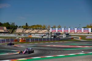 Sergio Perez, Racing Point RP19, en Daniil Kvyat, Toro Rosso STR14