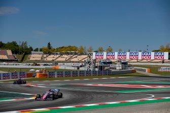 Sergio Perez, Racing Point RP19, leads Daniil Kvyat, Toro Rosso STR14