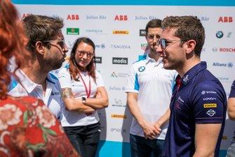 Robin Frijns, Envision Virgin Racing, parla a Antonio Felix da Costa, BMW I Andretti Motorsports
