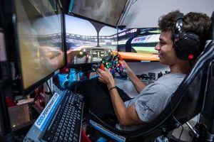 Lando Norris hace una vuelta en el circuito de Interlagos en su simulador