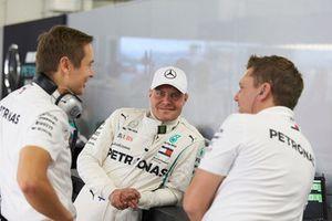 Valtteri Bottas, Mercedes AMG F1, shares a joke with team mates