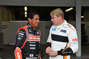 Aguri Suzuki y Mika Hakkinen en Leyendas F1 30 Aniversario vuelta de Demostración
