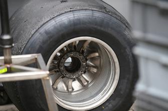 Haas F1 Team VF-18 Detalle de la rueda trasera