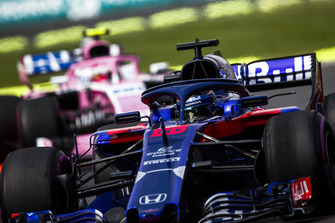 Брендон Хартли, Scuderia Toro Rosso STR13, и Эстебан Окон, Racing Point Force India F1 VJM11
