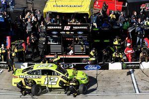 Ryan Blaney, Team Penske, Ford Fusion Menards/Moen, makes a pit stop