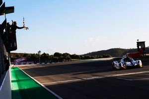 Checkered flag #15 RLR Msport Ligier JS P3 - Nissan: John Farano, Job Van Uitert, Robert Garofall