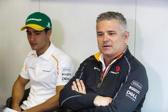 Il nuovo collaudatore e pilota sviluppatore McLaren, Sergio Sette Camara, viene presentato ai media, da Gil de Ferran, Direttore sportivo, McLaren