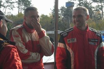 Андрій та Вадим Євтушенки не дивлячись на всі проблеми напроти виглядали розслабленими