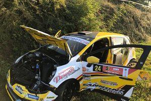 La Renault Clio R3T di Ivan Ferrarotti e Massimo Bizzocchi dopo l'incidente