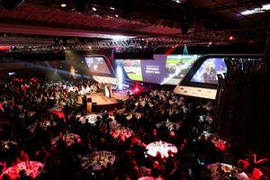 Allan McNish remet le prix de voiture de course de l'année