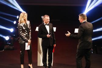 Nicki Shields, Paddy Lowe et David Croft sur scène pour remettre l'Autosport Williams Engineer of the Future Award