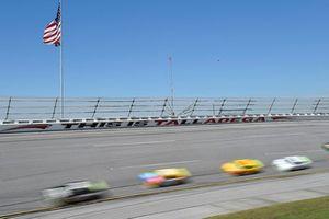 Jimmie Johnson, Hendrick Motorsports, Chevrolet Camaro Lowe's for Pros, Denny Hamlin, Joe Gibbs Racing, Toyota Camry FedEx Ground