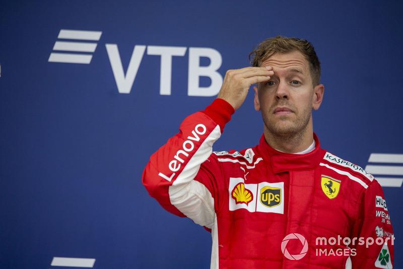 """Sebastian Vettel: """"Em sua defesa, todas as perguntas – sei que vocês [jornalistas], rapazes, adoram uma controvérsia, então acabam perguntando coisas maliciosas. Mas acho que, na posição que eles estão hoje, o que aconteceu é algo sobre o qual nem é preciso pensar."""""""