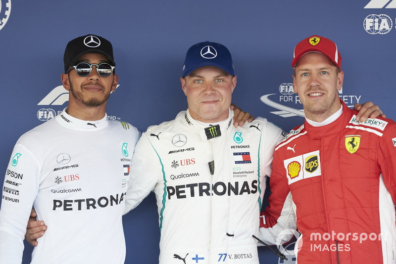 Los tres primeros clasificados, Lewis Hamilton, Mercedes AMG F1, el entrenador de pole Valtteri Bottas, Mercedes AMG F1 y Sebastian Vettel, Ferrari