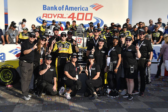 Il vincitore Ryan Blaney, Team Penske, Ford Fusion Menards/Pennzoil