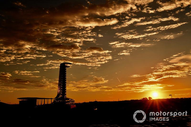 La tour d'observation au lever du soleil
