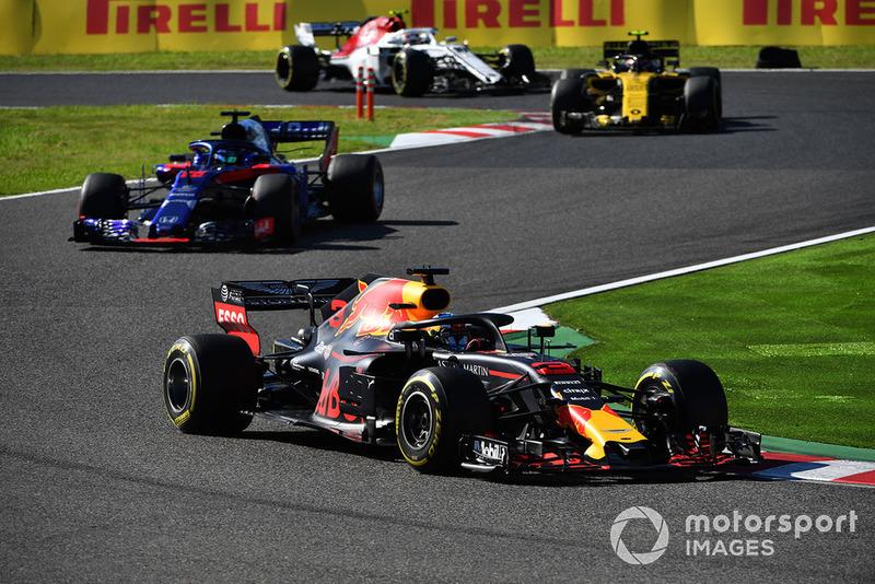 Daniel Ricciardo, Red Bull Racing RB14, Brendon Hartley, Scuderia Toro Rosso STR13, Carlos Sainz Jr., Renault Sport F1 Team R.S. 18