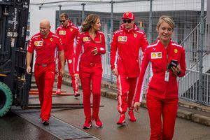 Kimi Raikkonen, Ferrari e Stefania Bocchi, addetta stampa, Ferrari