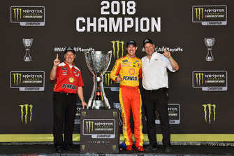 Joey Logano, Team Penske, Ford Fusion Shell Pennzoil celebrates his Championship