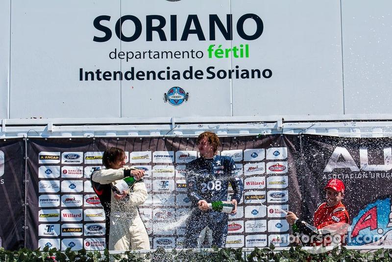 Podio: Ganador Rodrigo Aramendía, segundo André Lafon, tercero Frederick Balbi