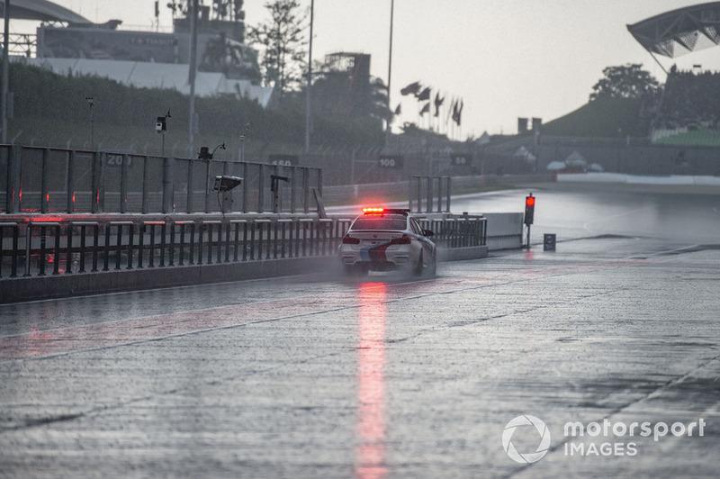 Safety car con lluvia