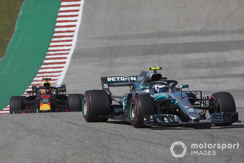 Valtteri Bottas, Mercedes AMG F1 W09 EQ Power+, leads Daniel Ricciardo, Red Bull Racing RB14