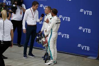 Paul di Resta, Sky TV met Lewis Hamilton, Mercedes AMG F1 en Valtteri Bottas, Mercedes AMG F1 in parc ferme