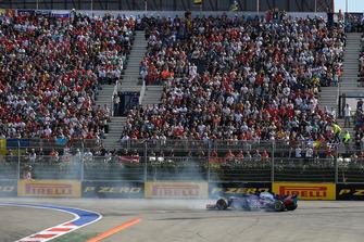 Brendon Hartley, Scuderia Toro Rosso STR13 en tête-à-queue