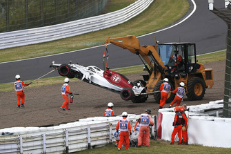 The crashed car of Marcus Ericsson, Sauber C37 is recovered on Q1