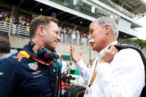 Christian Horner, Director del equipo, Red Bull Racing, con Chase Carey, Presidente, Formula One Group
