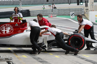 Marcus Ericsson, Sauber C37, is returned to the garage