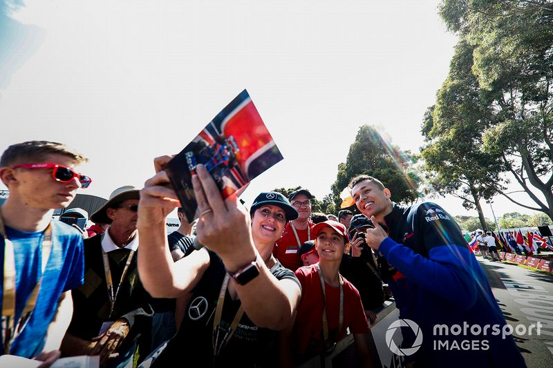 Alexander Albon, Scuderia Toro Rosso poses for a selfie with a fan