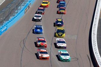 Ryan Blaney, Team Penske, Ford Mustang MoneyLion, Chase Elliott, Hendrick Motorsports, Chevrolet Camaro Hooters