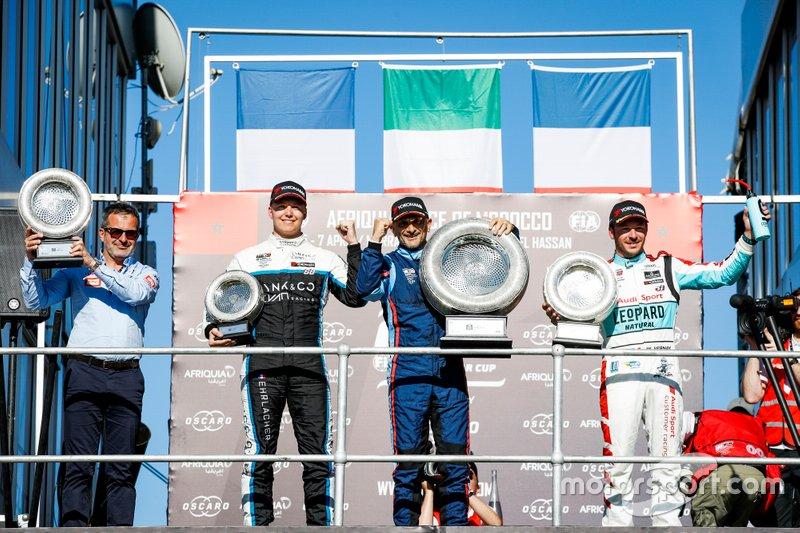 Podio: il vincitore della gara Gabriele Tarquini, BRC Hyundai N Squadra Corse Hyundai i30 N TCR, il secondo classificato Jean-Karl Vernay, Leopard Racing Team Audi Sport Audi RS 3 LMS, il terzo classificato Yann Ehrlacher, Cyan Performance Lynk & Co 03 TCR