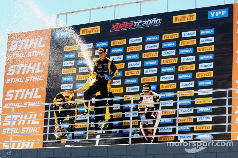 Podio: ganador de la carrera Leonel Pernía, Renault Sport, segundo lugar Facundo Ardusso, Renault Sport, tercer lugar Julián Santero,Toyota Gazoo Racing YPF